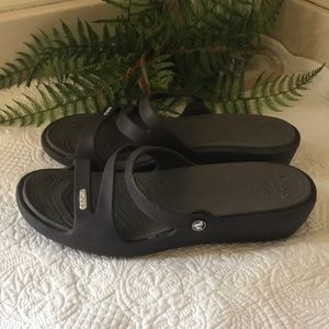 CROCS Brown Patricia Wedge Strappy Sandals sz 8